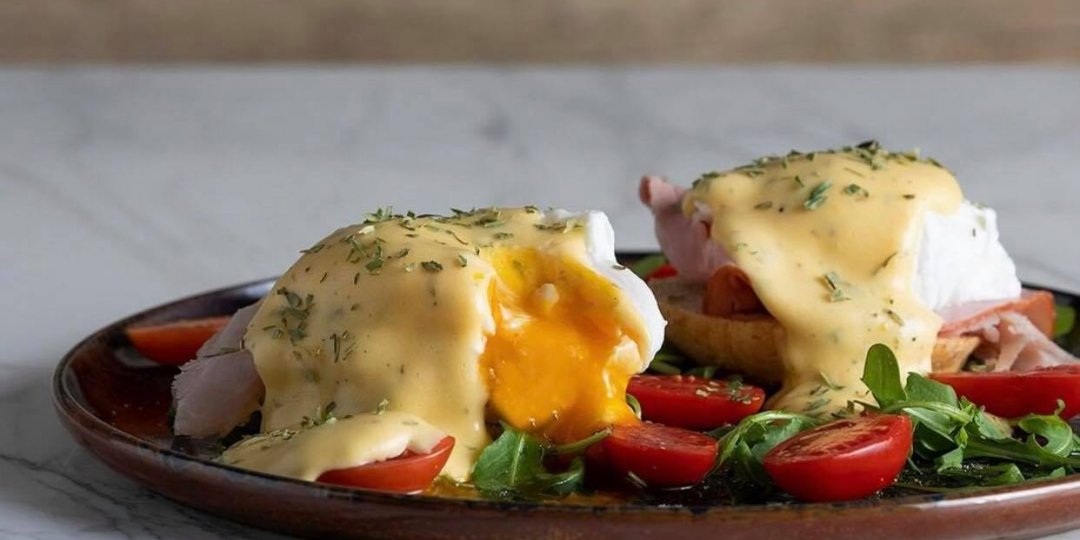 Eggs Benedict στη στιγμή - Images