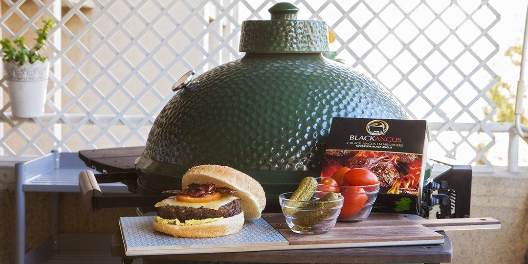 Black Angus Burger με τυρί και bacon ψημένο στο Big Green Egg - Images