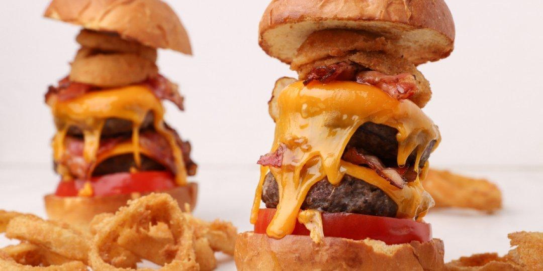 Burger με διπλό μπιφτέκι και cheddar - Images