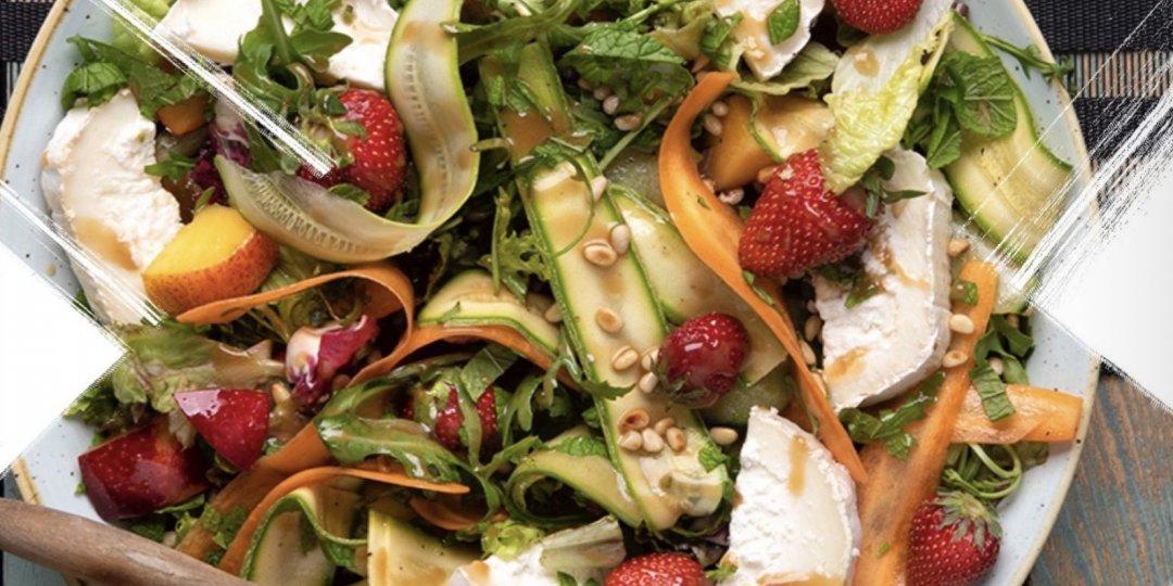 Καλοκαιρινή σαλάτα με φρούτα και κατσικίσιο τυρί - Images