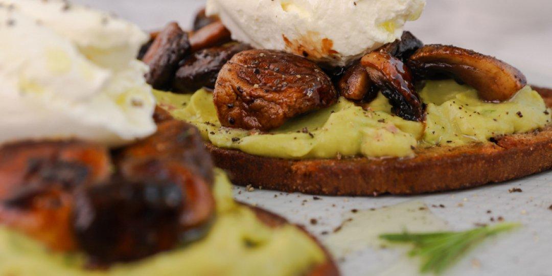 Μπρουσκέτες με μανιτάρια και guacamole - Images