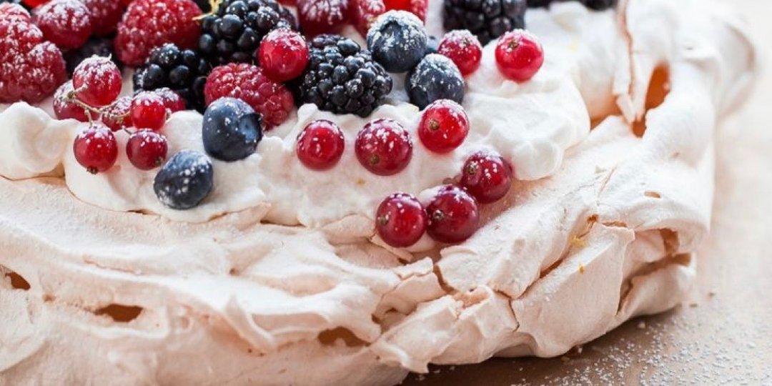 Pavlova με φρούτα του δάσους - Images