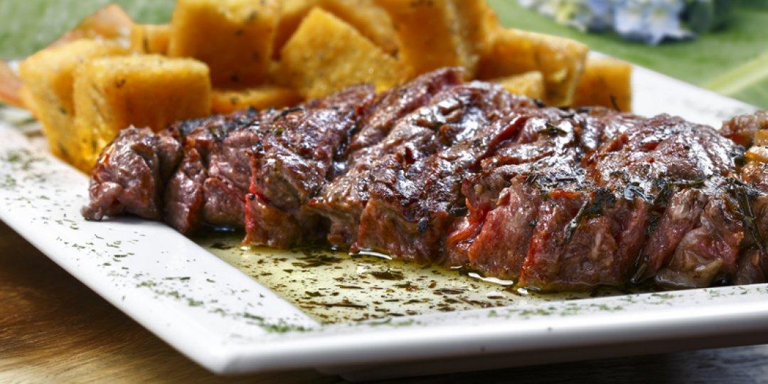 Rib eye steak σχάρας με μανιτάρια και τραγανά κρεμμύδια - Images