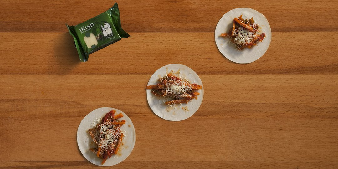 Tortillas με γέμιση λαχανικών και τυρί cheddar - Images