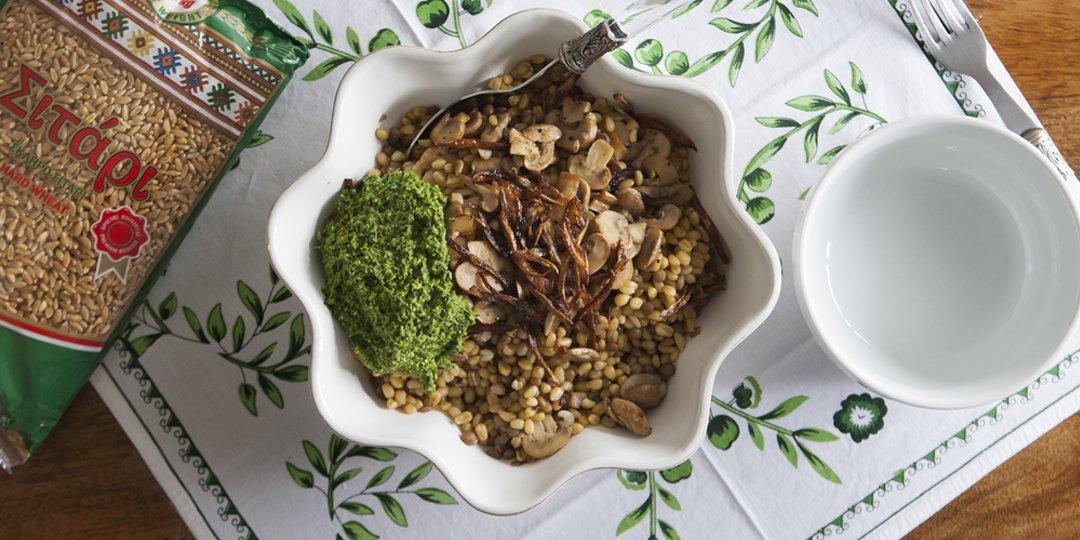 Σαλάτα από σιτάρι και φακές με πέστο από σπανάκι - Images