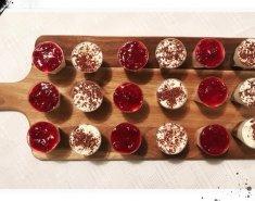 Πανακότα σε ποτηράκια με μαρμελάδα φράουλα - Images