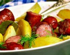 Λουκάνικα στο φούρνο με πατάτες - Images