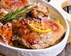 Kοτόπουλο στο φούρνο με σκόρδο και δεντρολίβανο - Images