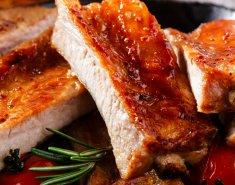 Χοιρινά παϊδάκια με σπιτική barbecue sauce  - Images