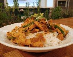 Ταυλάνδη - Stir-fried με κοτόπουλο και κάρυ - Images