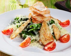 Σαλάτα με σπανάκι baby, κοτόπουλο και μπέικον - Images