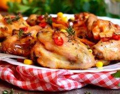 Φτερούγες κοτόπουλου με πικάντικη σάλτσα - Images