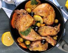 Κοτόπουλο στο τηγάνι με ελιές - Images