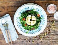 Σαλάτα με ρόκα και τυρί μοτσαρέλα - Images