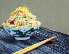 Τηγανητό ρύζι με λαχανικά, γαρίδες και σάλτσα σόγιας Exotic Food - Images
