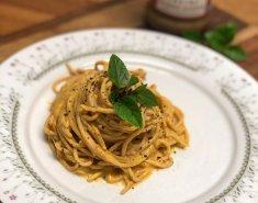 Σπαγγέτι ολικής αλέσεως με σάλτσα από κολοκύθα και ταχίνι - Images