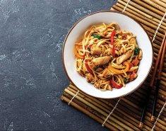 Κοτόπουλο με noodles ρυζιού Exotic Food και σάλτσα σόγιας Exotic Food - Images