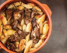 Αρνάκι στη γάστρα με πατάτες για το Πάσχα - Images