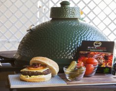 Black Angus Burger με τυρί και bacon ψημένο στο Big Green Egg - Images