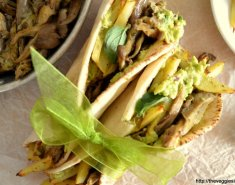 Vegan πίτα με μανιτάρια και κρέμα αβοκάντο - Images