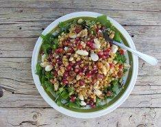 Σαλάτα με σιτάρι και ρόδι - Images