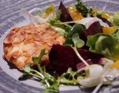 Κατσικίσιο τυρί με αμύγδαλα και σαλάτα από παντζάρια  - Images