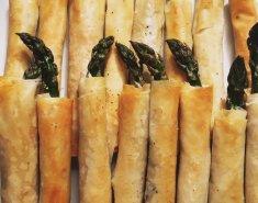 Πράσινα σπαράγγια σε φύλλο κρούστας - Images