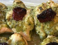 Κοτόπουλο με σπιτικό pesto sauce - Images
