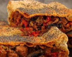 Χωριάτικη λουκανικόπιτα με πιπεριές - Images