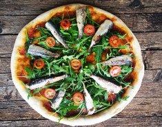 Πίτσα με σαρδέλες και ρόκα - Images