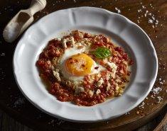 Τηγανητό αυγό σε σάλτσα ντομάτας - Images