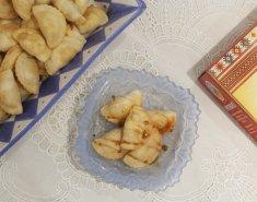 Τηγανιτές χωριάτικες ραβιόλες με μέλι  - Images