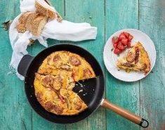 Ομελέτα φούρνου με χωριάτικο λουκάνικο κοτόπουλου και πιπεριές - Images