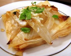 Νηστίσιμη κρεμμυδόπιτα με καρύδια  - Images