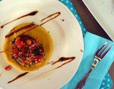 Σαντορινιά φάβα με γεμιστά πορτομπέλο - Images