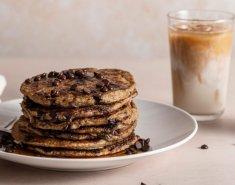Πανεύκολα pancakes βρώμης με ρόφημα αμυγδάλου & κομματάκια σοκολάτας - Images