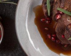 Στήθος πάπιας σοτέ μαριναρισμένο με λεβάντα και σάλτσα βατόμουρο - Images