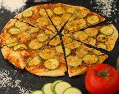 Πίτσα με κολοκυθάκια και παρμεζάνα - Images