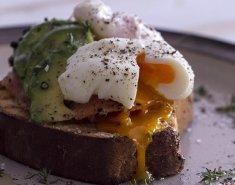 Αυγά ποσέ για ένα χορταστικό πρωινό - Images