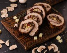 Ρολό χοιρινό γεμιστό με μανιτάρια, λιαστή ντομάτα και γραβιέρα  - Images