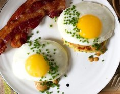 Pancakes πατάτας με αυγά και μπέικον - Images