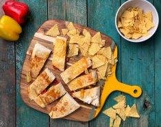 Quesadillas με τυρί, λαχανικά και σάλτσα τσίλι - Images