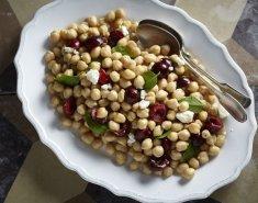 Καλοκαιρινή σαλάτα με ρεβίθια και φρέσκα κεράσια - Images