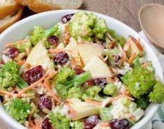 Δροσερή σαλάτα με μπρόκολο και μήλο - Images