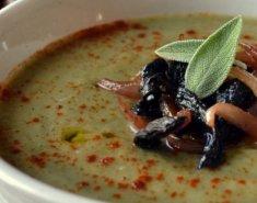 Σούπα βελουτέ με μπρόκολο και καραμελωμένα πορτσίνι - Images