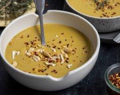 Κρεμώδης και τυρένια σούπα μπρόκολο  - Images