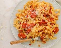 Ταλιατέλες με σάλτσα από καπνιστά ντοματίνια - Images