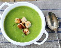 Kρεμώδης σούπα με μπρόκολο, πράσα, πατάτες και μπαχαρικά - Images