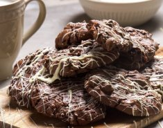 Απολαυστικά μπισκότα τριπλής σοκολάτας - Images